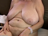 Heiße Granny mit riesigen Eutern